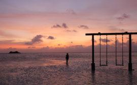 Coucher de soleil Maldives, North male atoll, Balançoire, hôtel adaaran