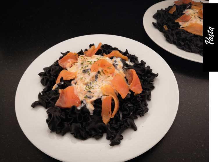 recette-pâtes-encre-de-seiche-saumon-fumé